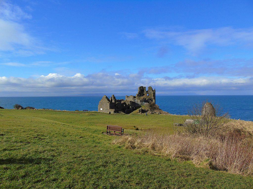 Dunure: il villaggio, il castello ed il suo Labirinto